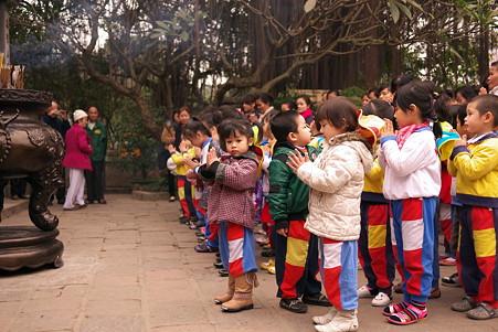 2012.03.12 ハノイ 玉山祠 祈り