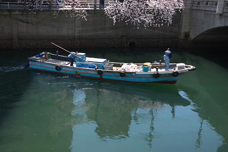2012.04.09 大岡川桜のプロムナード 清掃船