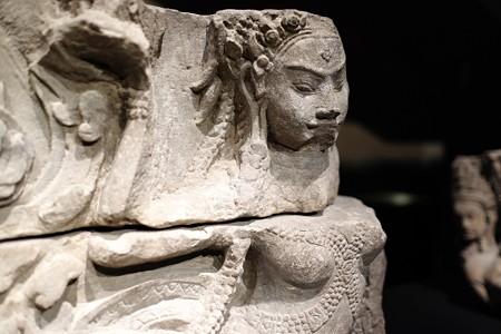 2015.08.15 東京国立博物館 浮彫アプサラス像 右 カンボジア・バイヨン TC-401
