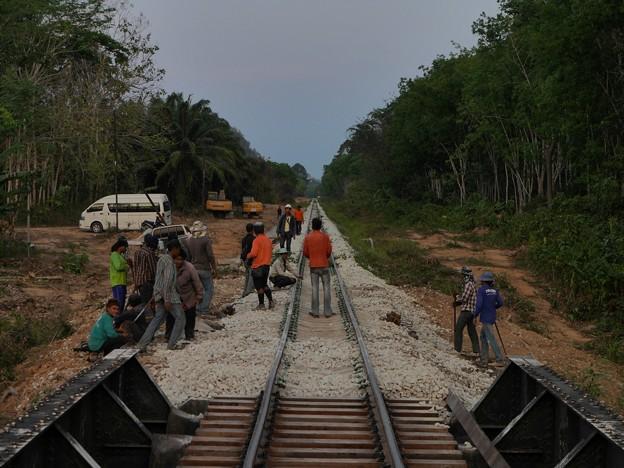 キリラッタニコム線の保線作業員、タイ国鉄