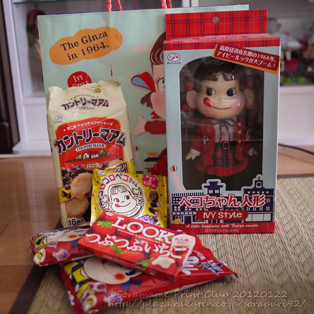 Photos: 不二家のお菓子付き
