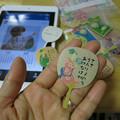 写真: momokoが持ってる団扇