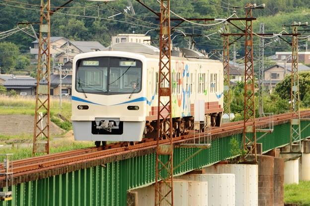 烏川を渡る上信電鉄最新鋭7000形