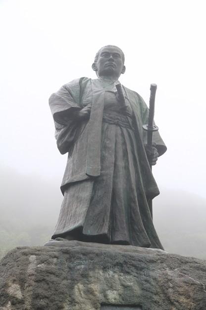 Photos: 110511-23四国・中国地方ロングツーリング・室戸岬・中岡慎太郎の像