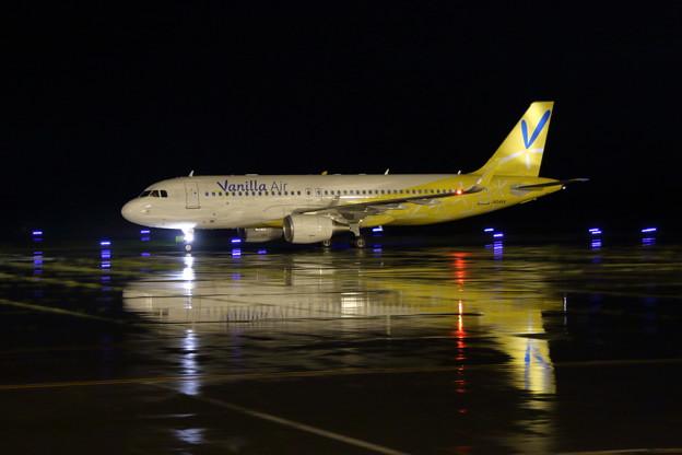 A320 濡れたTaxiwayにJA04VA