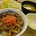 松屋牛めし200円+野菜セット140円