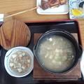 写真: 今日の昼食は「祖谷美人」でそば米雑炊と〓おむすび2個 雨降り続きで...