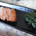写真: しそ巻と頂き物の鶏の燻製