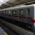 東武鉄道30000系による東急田園都市線普通列車(あざみ野駅にて)