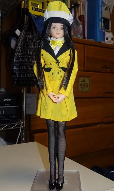 バスガイド衣装姿のREINA