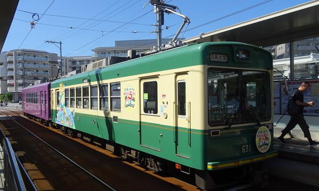 写真: 嵐電(京福電鉄嵐山線)モボ631型「江ノ電号」+モボ611型