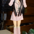 Photos: J5用ファッションウェア姿のREINA(泣きポーズ)