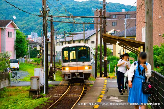 坪井川公園駅のメトロ01系。