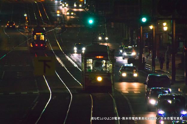夜も忙しいひよこの電車。