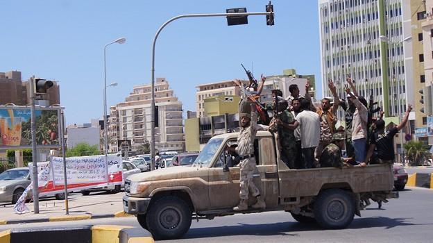 カダフィへ国際審判が降ったことを喜ぶ市民