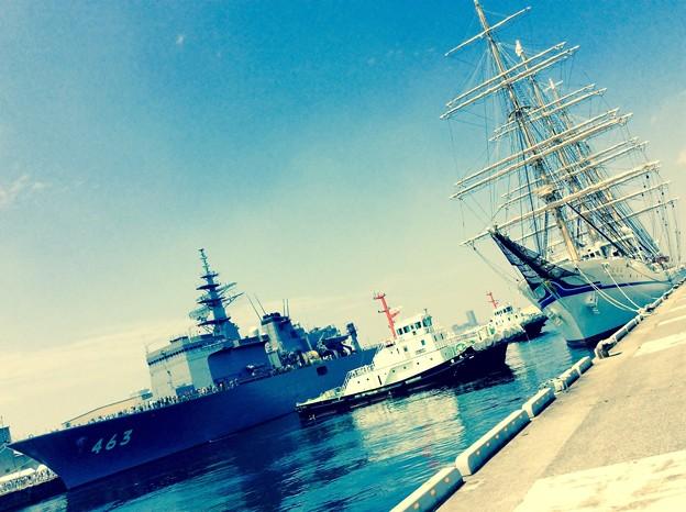 横浜開港祭 海上自衛隊掃海母艦うらがと帆船二代目日本丸。。5月31日