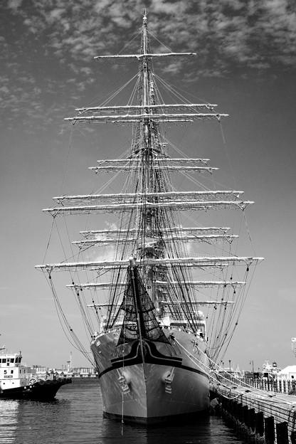 モノクロな世界で見る帆船二代目日本丸。。横浜開港祭 5月31日
