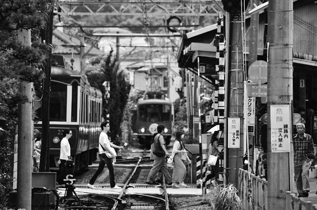 モノクロの風景。。初夏のある日。。長谷駅踏切。。6月20日