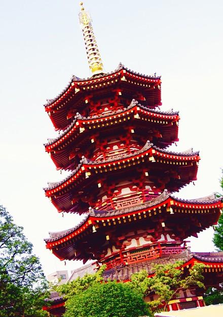 川崎大師の境内にある八角五重の塔。。7月21日