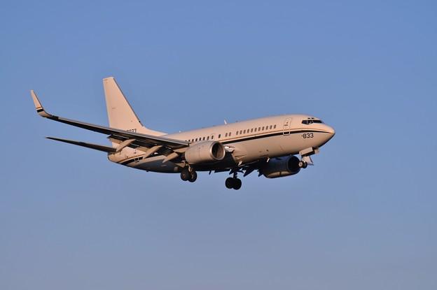 ある夕暮れの厚木基地・・R/W19へアプローチ C-40Aクリッパー輸送機 20141208
