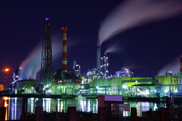 ある寒い夜中。。水江運河の夜も明るい工場群・・20141227
