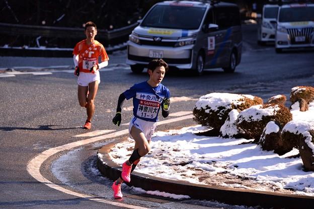 箱根山登り 大平台ヘアピン 続々と登る選手たち・・20150102