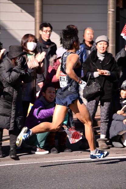 Photos: 復路9区 鶴見中継所手前のランナー:東洋大・・20150103