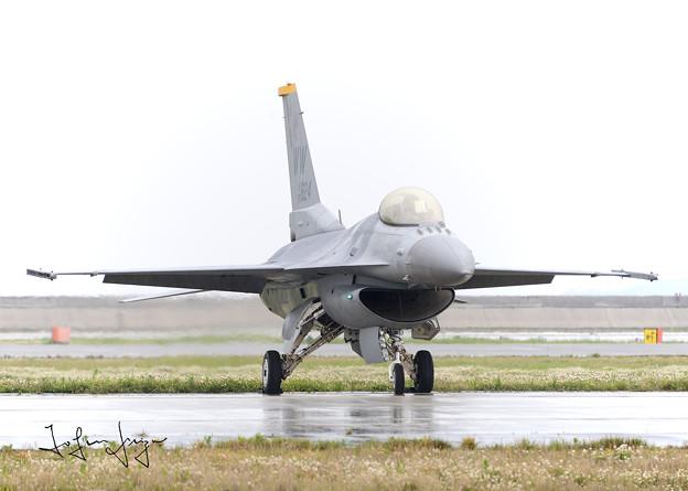写真: F-16タキシング前2L