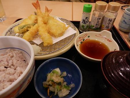 外で天ぷら食べたの久しぶり…
