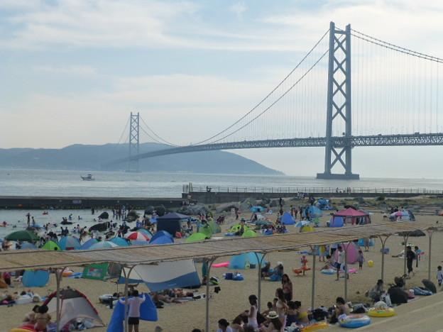 明石海峡大橋を臨む海岸