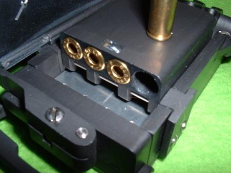 ベルト・バックル・ピストル レジン製モデルガン バレルには32ACPのダミーカートが装填できる Doburoku-TAO