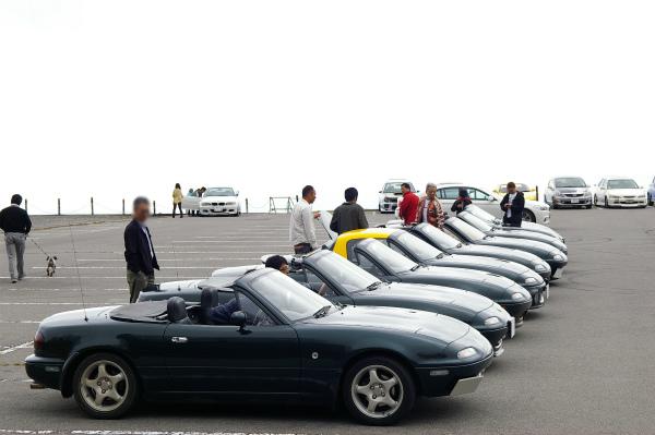 美ヶ原高原美術館の駐車場に綺麗に整列