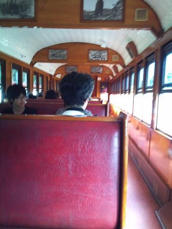 キュランダ観光鉄道の車両内