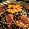 Photos: 肉焼いている