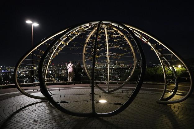 神戸の夜景と愛の鍵モニュメント
