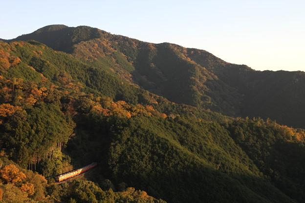 荷坂峠を超える「波田須駅開業50周年号」